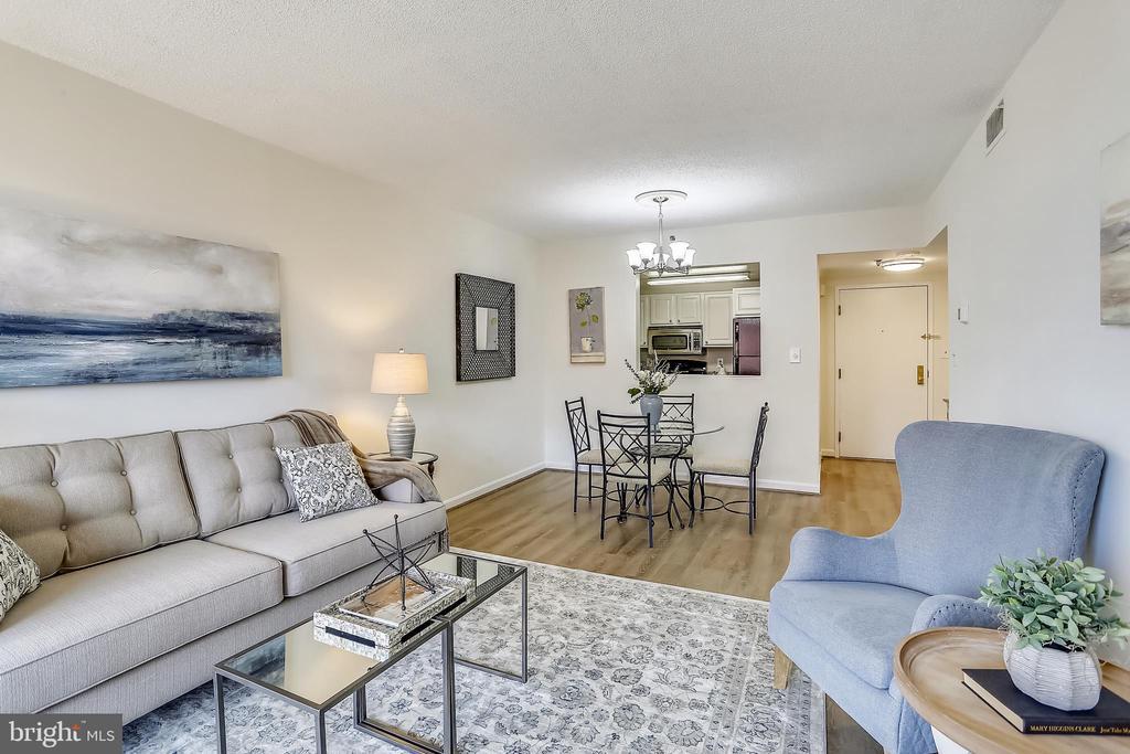 Living Room - 4808 MOORLAND LN #503, BETHESDA