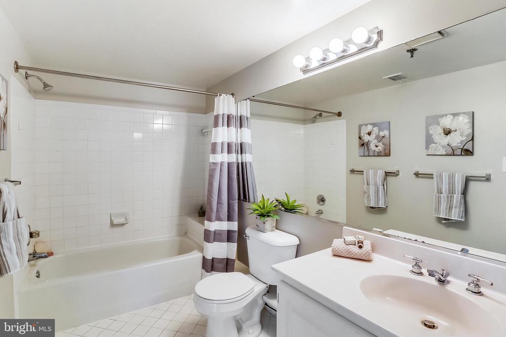 Master Bathroom - 4808 MOORLAND LN #503, BETHESDA