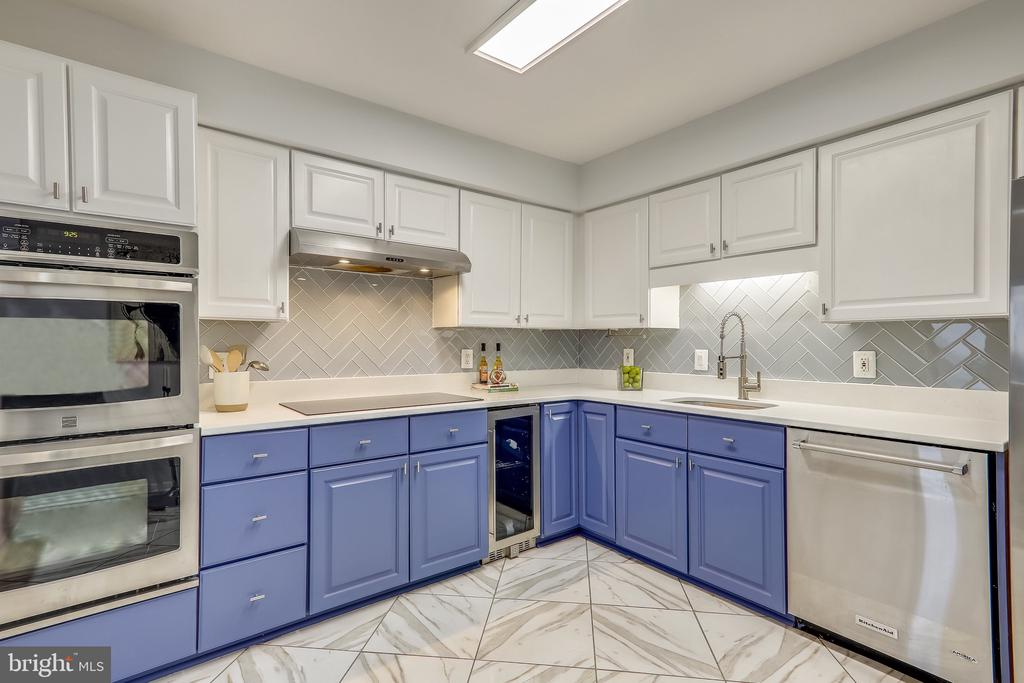 Refreshed Kitchen with Convection Stovetop - 2111 WISCONSIN AVE NW #PH7, WASHINGTON