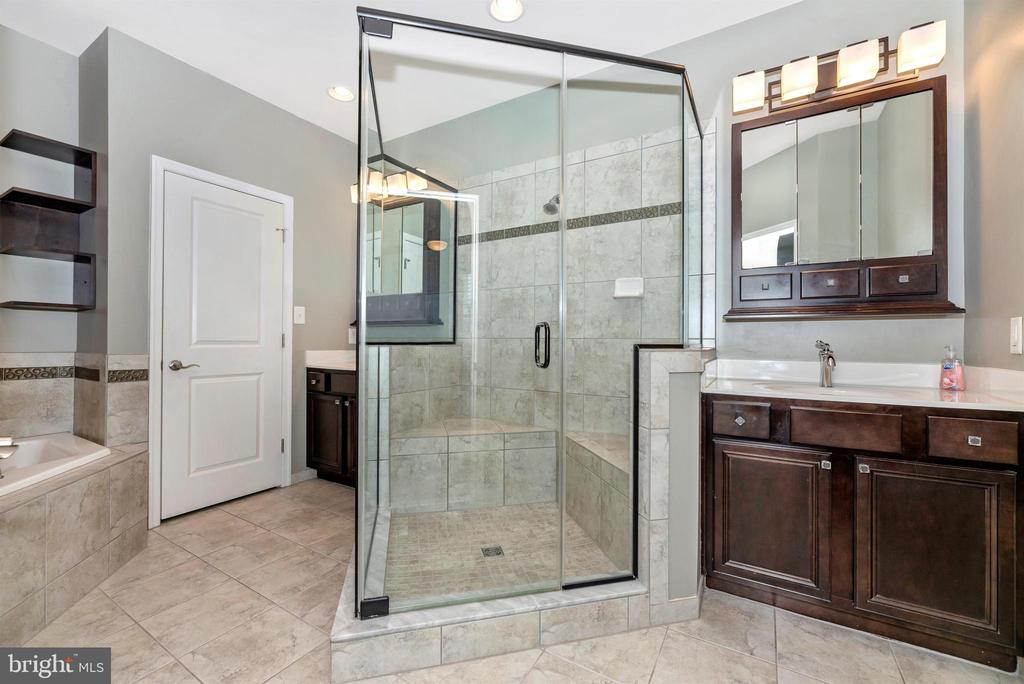 Master bath - Tile floor ... upgraded mirrors - 6961 COUNTRY CLUB TER, NEW MARKET