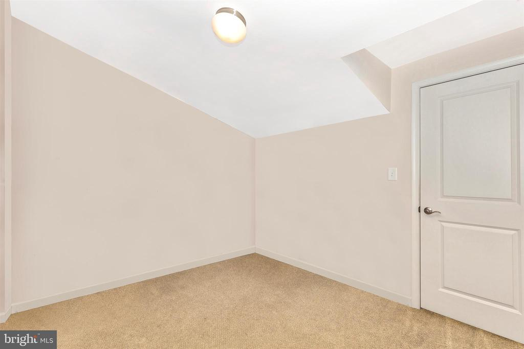 Top upper level closet/storage space - 6961 COUNTRY CLUB TER, NEW MARKET