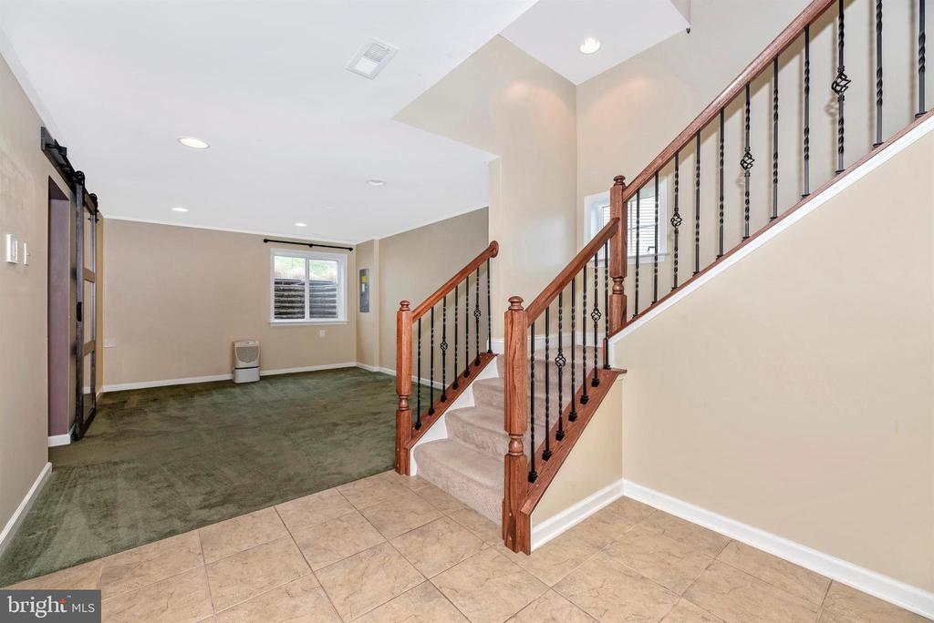 Lower level - 6961 COUNTRY CLUB TER, NEW MARKET