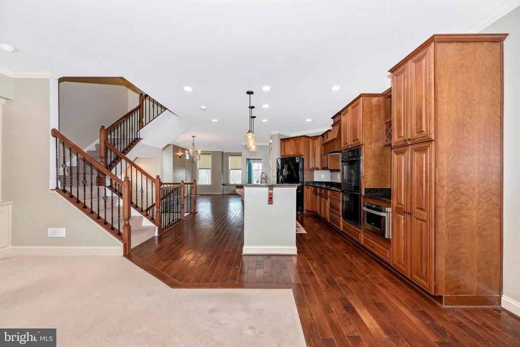 Main level open concept with lots of natural light - 6961 COUNTRY CLUB TER, NEW MARKET