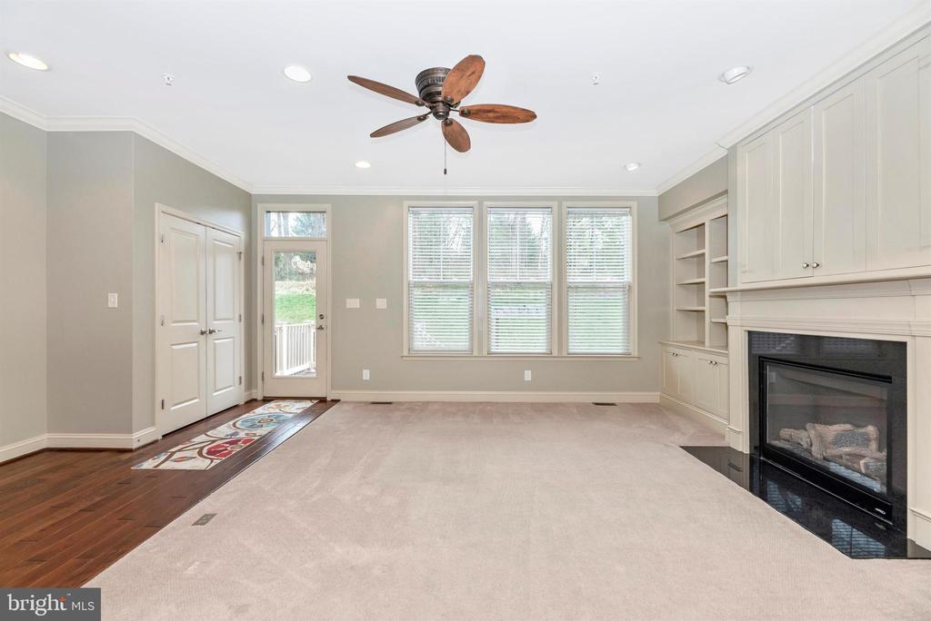 LR w/access to the rear ... so much natural light! - 6961 COUNTRY CLUB TER, NEW MARKET