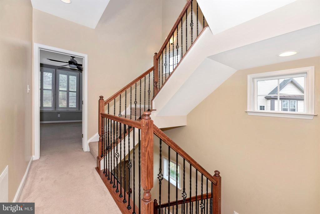 Natural light up through the stairway - 6961 COUNTRY CLUB TER, NEW MARKET