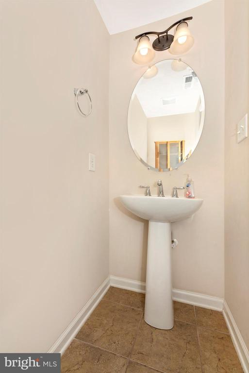 Lower level half bath - 6961 COUNTRY CLUB TER, NEW MARKET