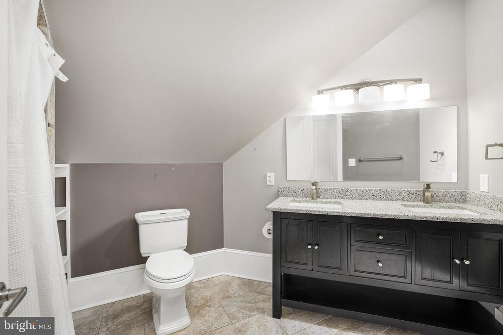 Upper Level Bathroom - 10403 TREATY CT, SPOTSYLVANIA