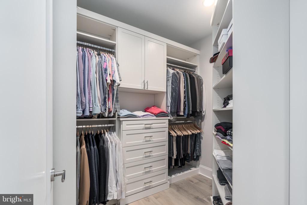 Custom Built-in Closets - 8111 RIVER RD #125, BETHESDA
