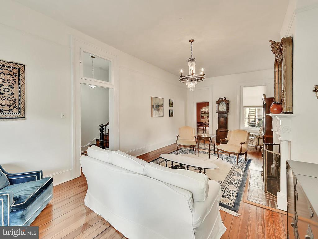 Over 11' tall ceilings - 121 W 2ND ST, FREDERICK