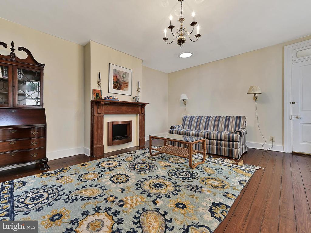 Bdrm 2 perfect for potential family room! - 121 W 2ND ST, FREDERICK