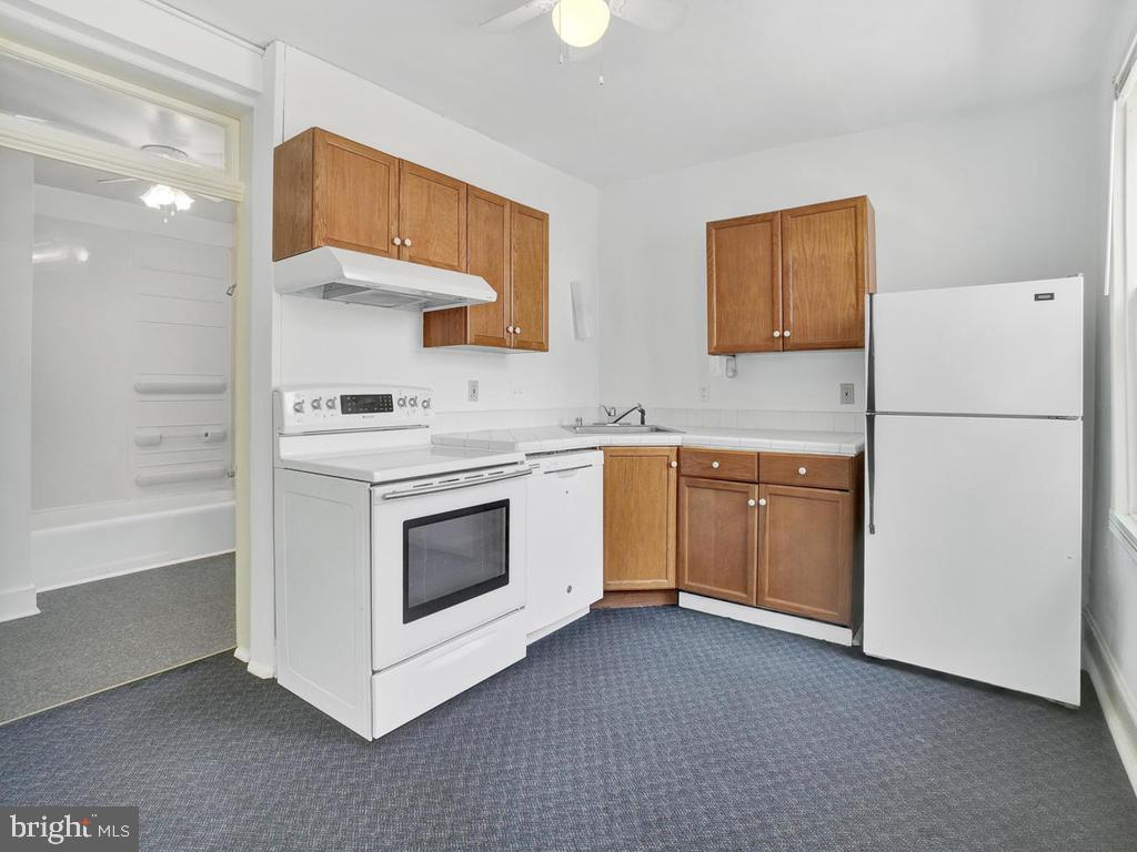 Studio kitchen, potential for income producing. - 121 W 2ND ST, FREDERICK