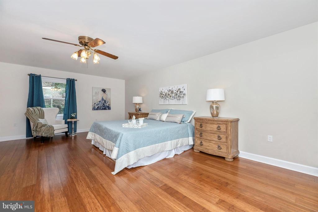 Main floor master bedroom 2 - 4917 MUSSETTER RD, IJAMSVILLE