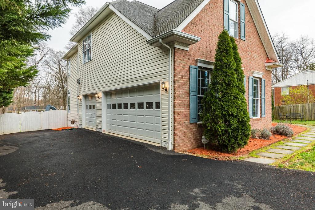 garages for 3 vehicles! - 20226 BROAD RUN DR, STERLING