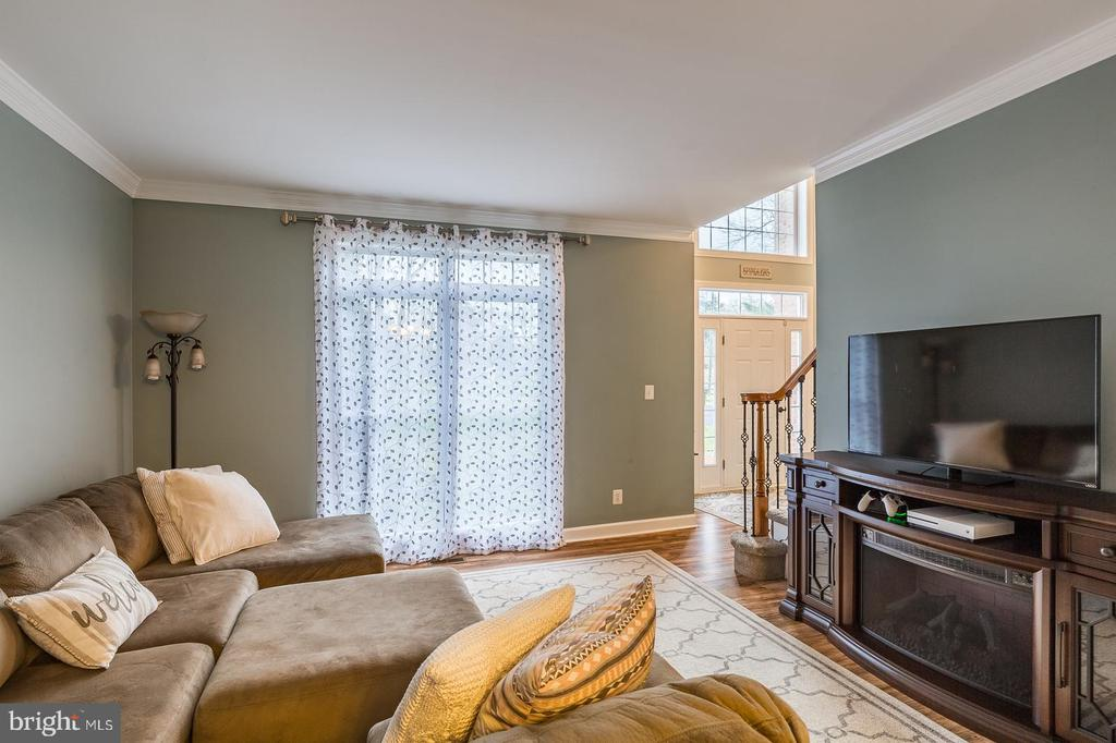 Living Room with crown molding, new flooring - 20226 BROAD RUN DR, STERLING