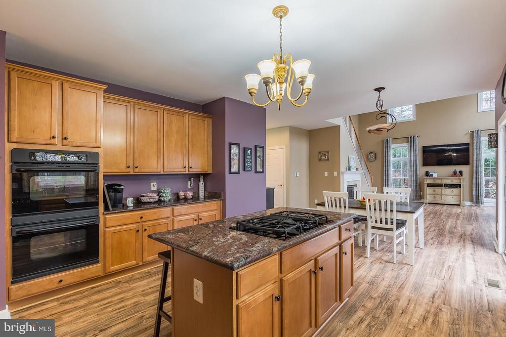 Gourmet style, Eat-in Kitchen - 20226 BROAD RUN DR, STERLING