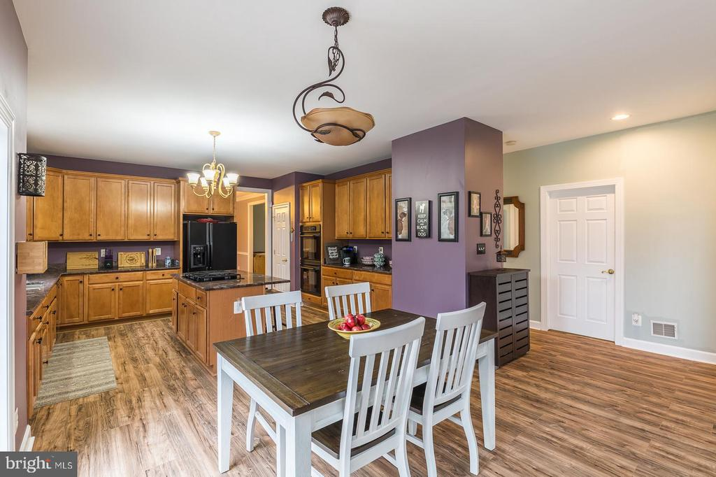 Kitchen table space  and ... - 20226 BROAD RUN DR, STERLING