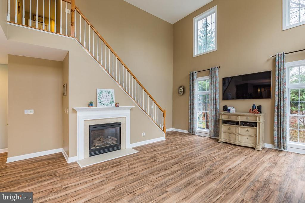 Rear Staircase with Gas FP in the Family Rm - 20226 BROAD RUN DR, STERLING
