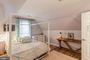 Jill bedroom of the Jack & Jill suite - 20226 BROAD RUN DR, STERLING