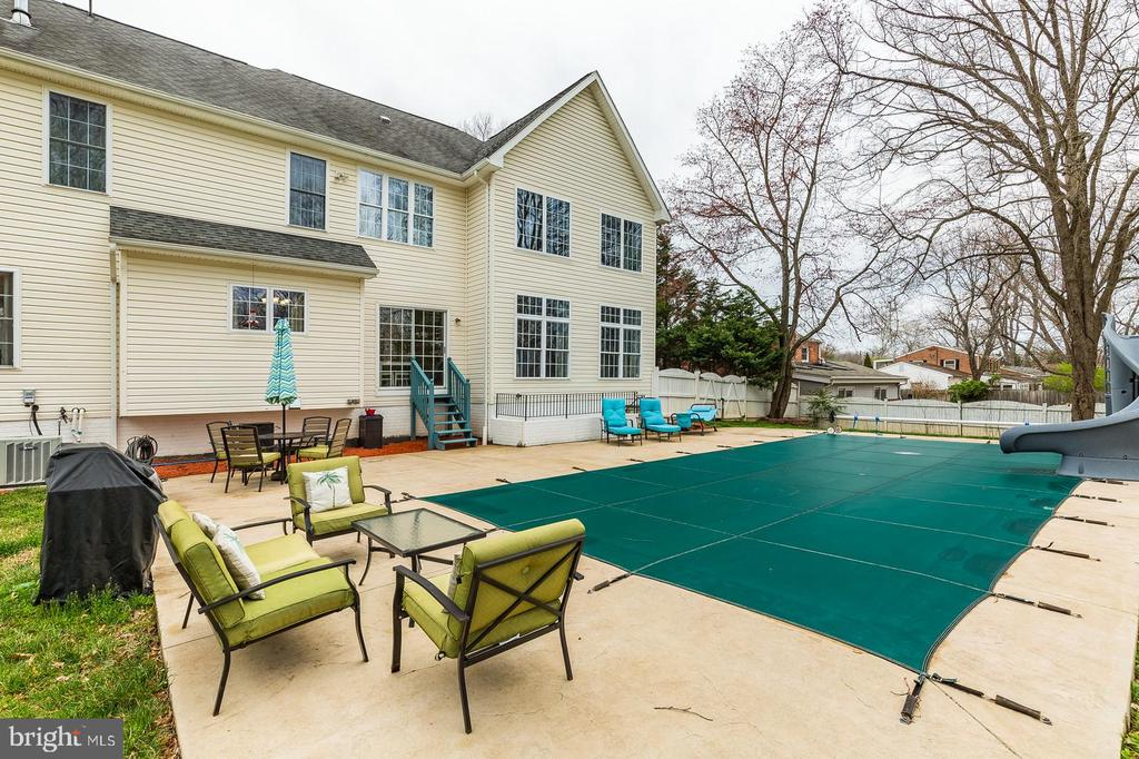 Enjoy relaxing at your own private oasis - 20226 BROAD RUN DR, STERLING