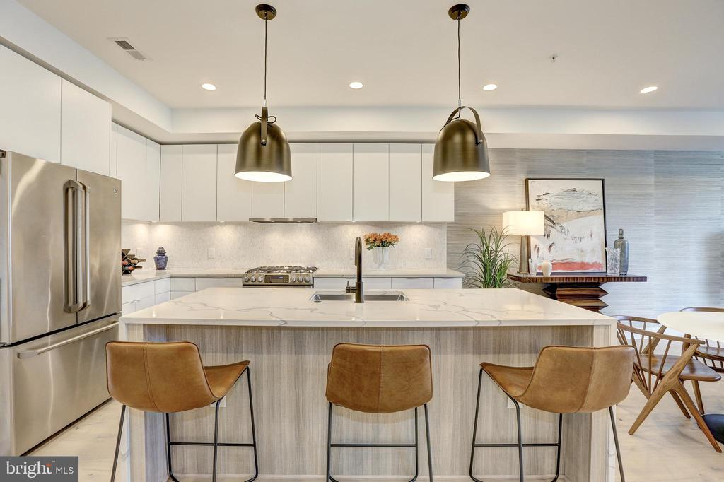 Gourmet Kitchen with Custom Cabinetry - 1710 10TH ST NW #2, WASHINGTON