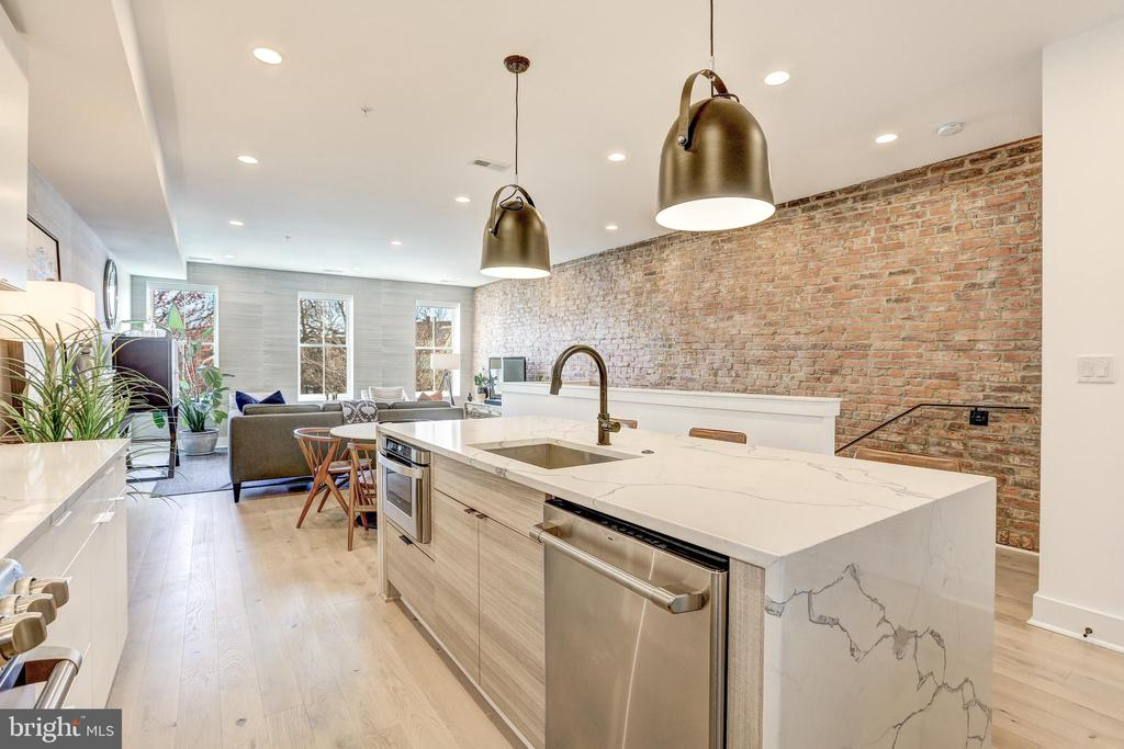 Oversized Countertop Perfect for Entertaining - 1710 10TH ST NW #2, WASHINGTON