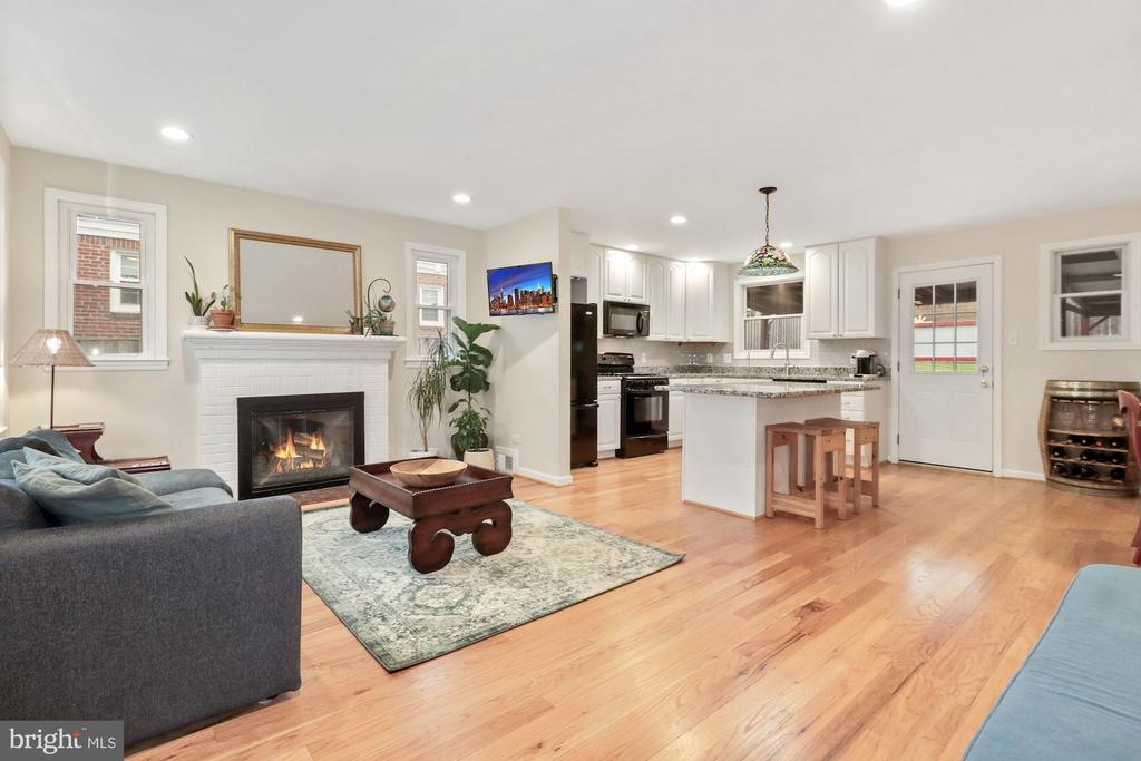 Gorgeous light filled open floor plan. - 6814 JEFFERSON AVE, FALLS CHURCH