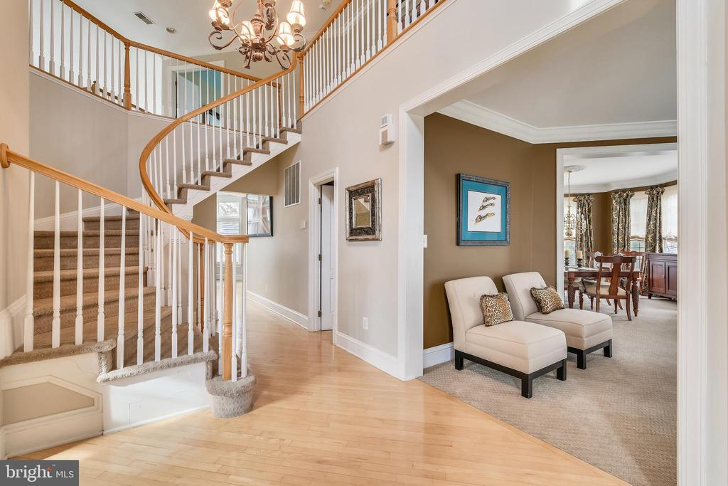 Our Foyer had a fancy curved staircase. - 47774 BRAWNER PL, STERLING