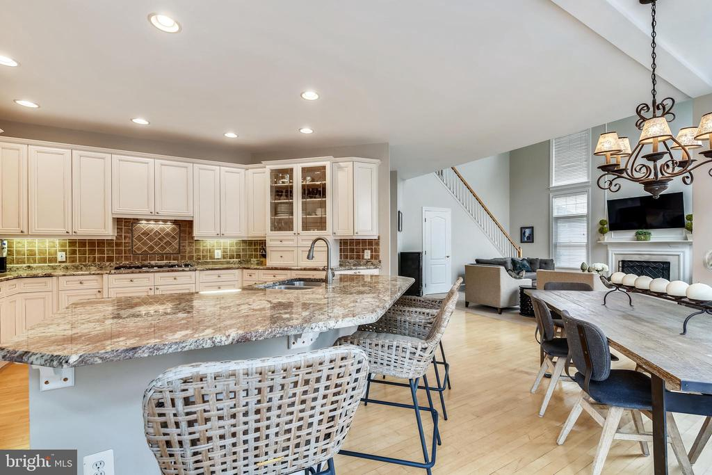 Gourmet Kitchen overlooking our Family Room - 47774 BRAWNER PL, STERLING