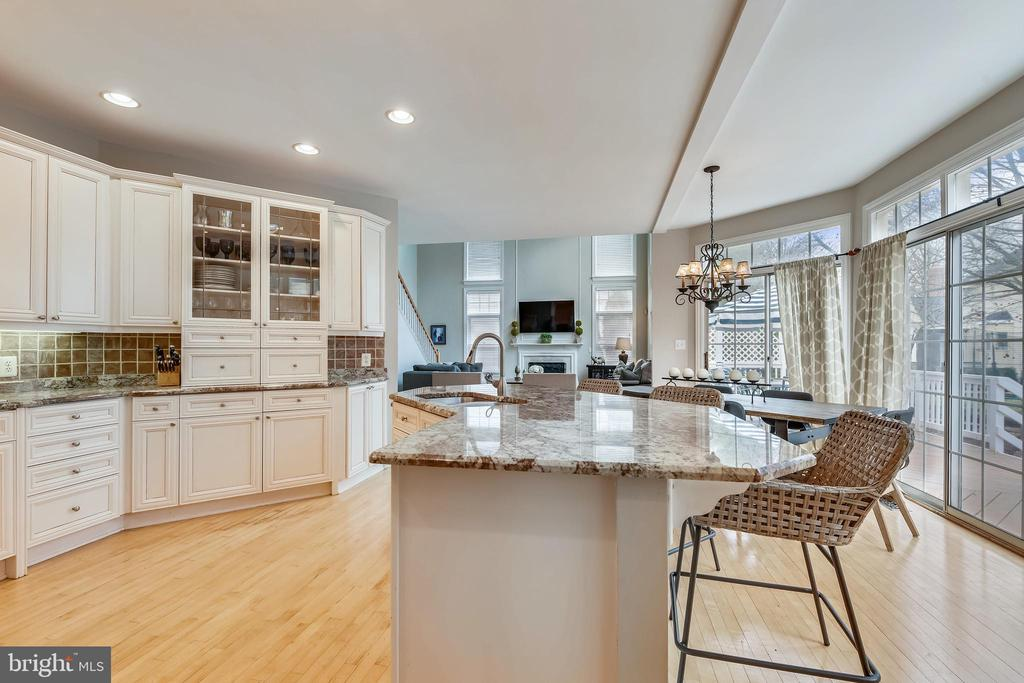 Gourmet Kitchen with Breakfast Bar - 47774 BRAWNER PL, STERLING