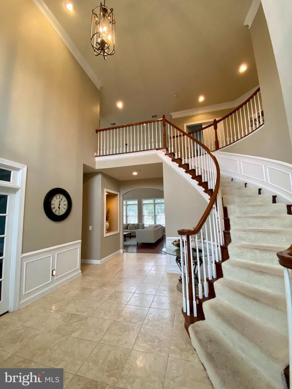 Wonderful curved staircase in Grand Foyer - 18754 KIPHEART DR, LEESBURG