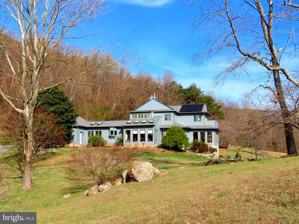 An excellent home for entertaining or privacy - 335 FODDERSTACK RD, WASHINGTON
