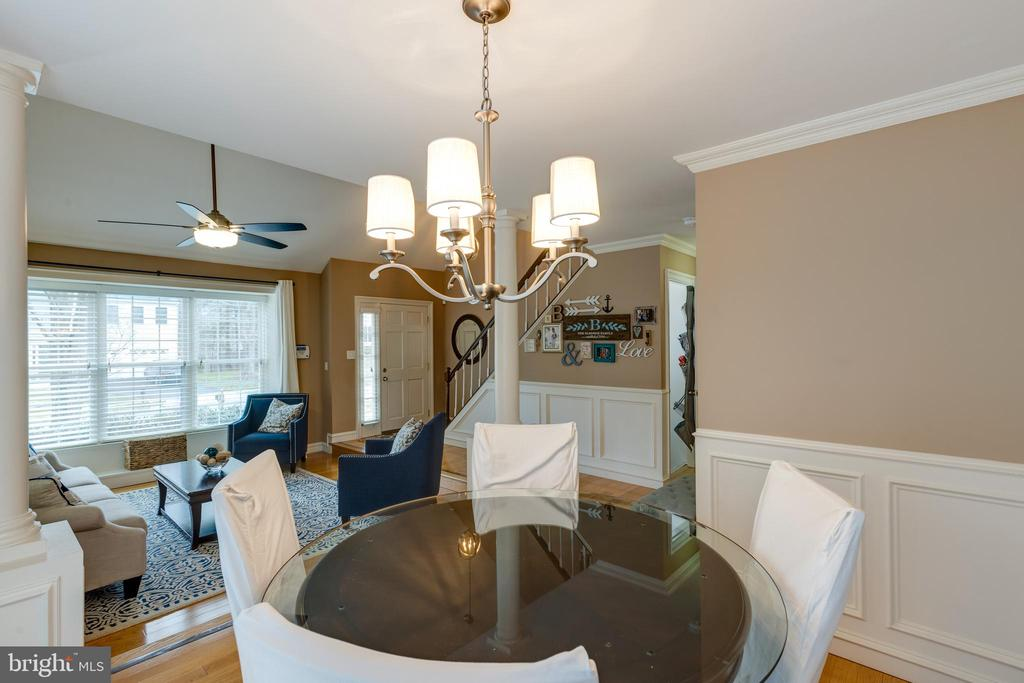 Dining area convenient to kitchen and living room - 8206 CHERRY RIDGE RD, FAIRFAX STATION