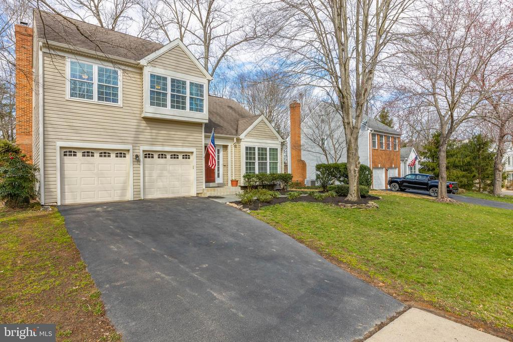 Oversized two car garage - 8206 CHERRY RIDGE RD, FAIRFAX STATION
