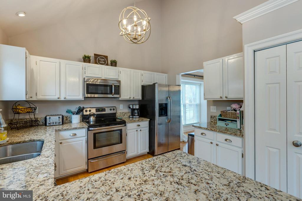 Pantry to right in photo - 8206 CHERRY RIDGE RD, FAIRFAX STATION