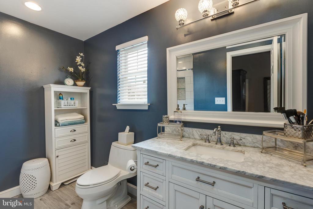 Remodeled master bathroom - 8206 CHERRY RIDGE RD, FAIRFAX STATION