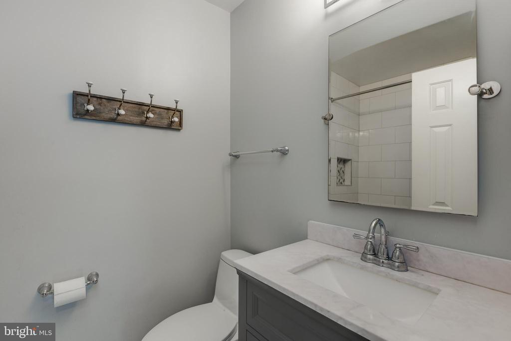 Remodeled upper hall bathroom - 8206 CHERRY RIDGE RD, FAIRFAX STATION