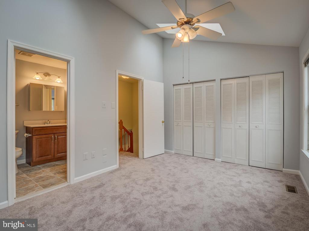 Lots Of Closets For His and Hers - 20422 SUMMERSONG LN, GERMANTOWN