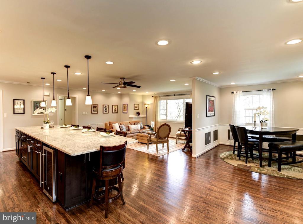 Open Floor Plan Allows Great Flexibility - 8902 TRANSUE DR, BETHESDA