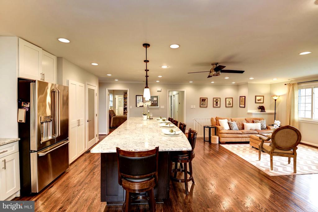 Gleaming Hard Wood Floors Throughout - 8902 TRANSUE DR, BETHESDA