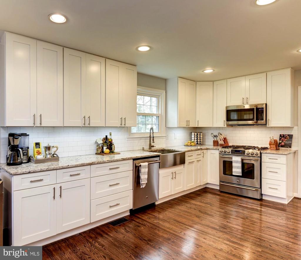 Stainless Steel Appliances and Farm House Sink - 8902 TRANSUE DR, BETHESDA
