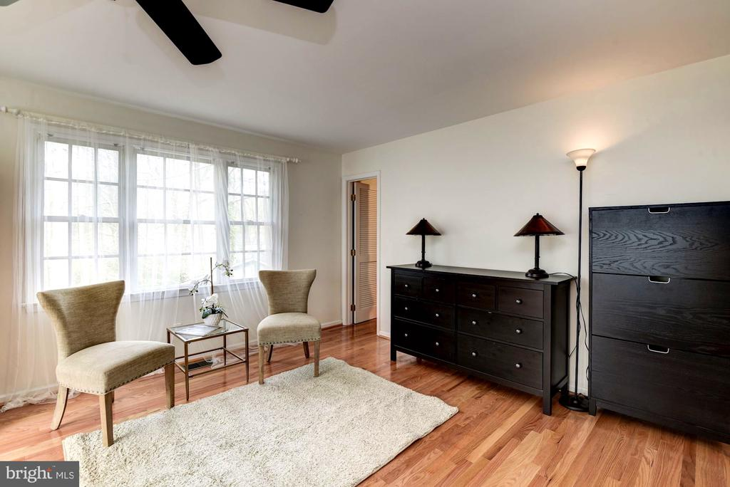 Master Suite Has Plenty of Space to Relax! - 8902 TRANSUE DR, BETHESDA