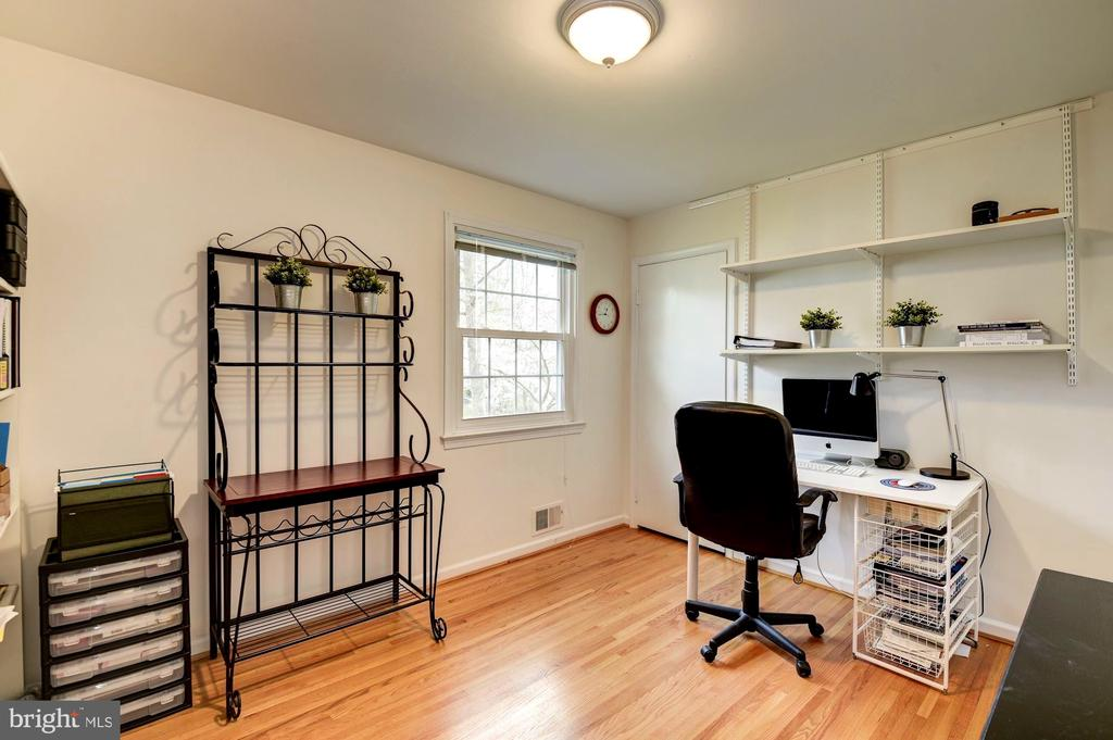 Bedrooms Can Be Set Up as Work Spaces - 8902 TRANSUE DR, BETHESDA