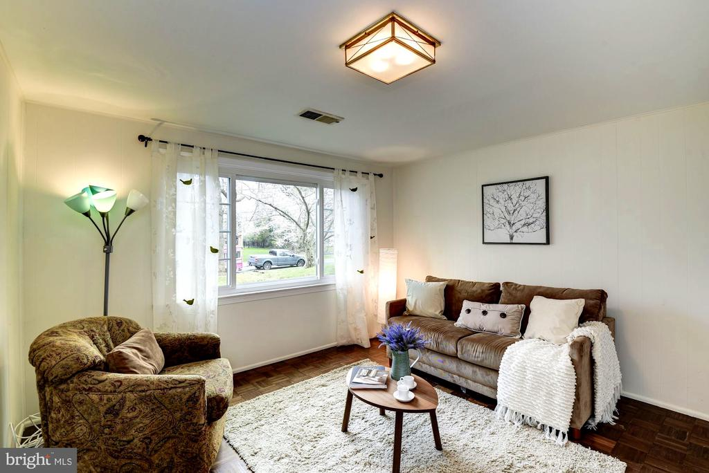 Main Level In-Law Suite Living Area - 8902 TRANSUE DR, BETHESDA