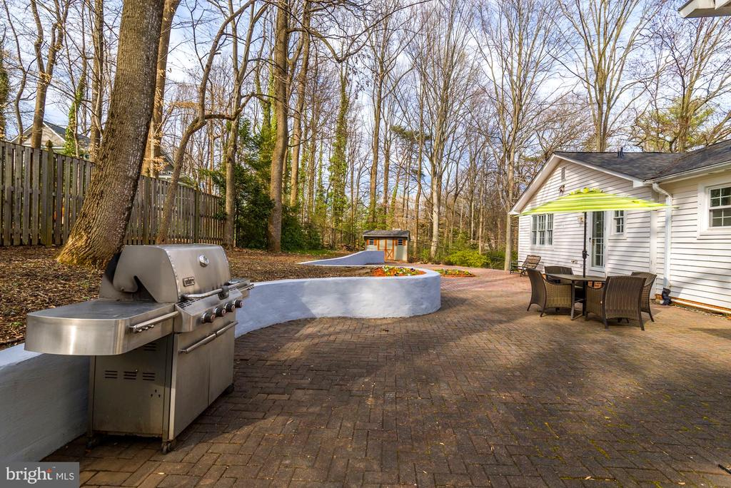 Plenty of Space to Add Your Own Gardening Touches - 8902 TRANSUE DR, BETHESDA