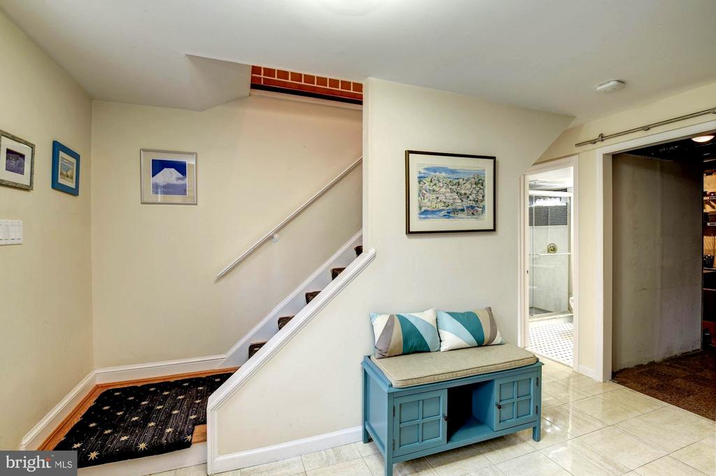 Foyer Leads to In-law Rooms and Massive Utility Rm - 8902 TRANSUE DR, BETHESDA