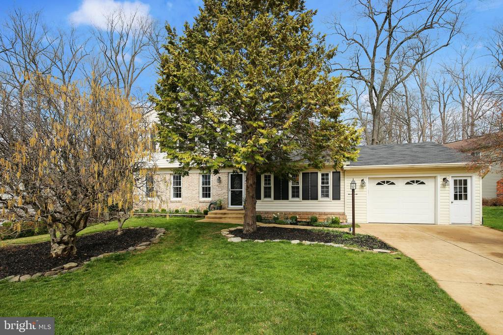 Remodeled chef's kitchen!4BR,2.5 baths immaculate! - 5917 CROSSIN CT, BURKE