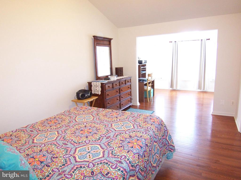 Master Bedroom with Sitting Area - 9400 SILVER METEOR CT, MANASSAS PARK