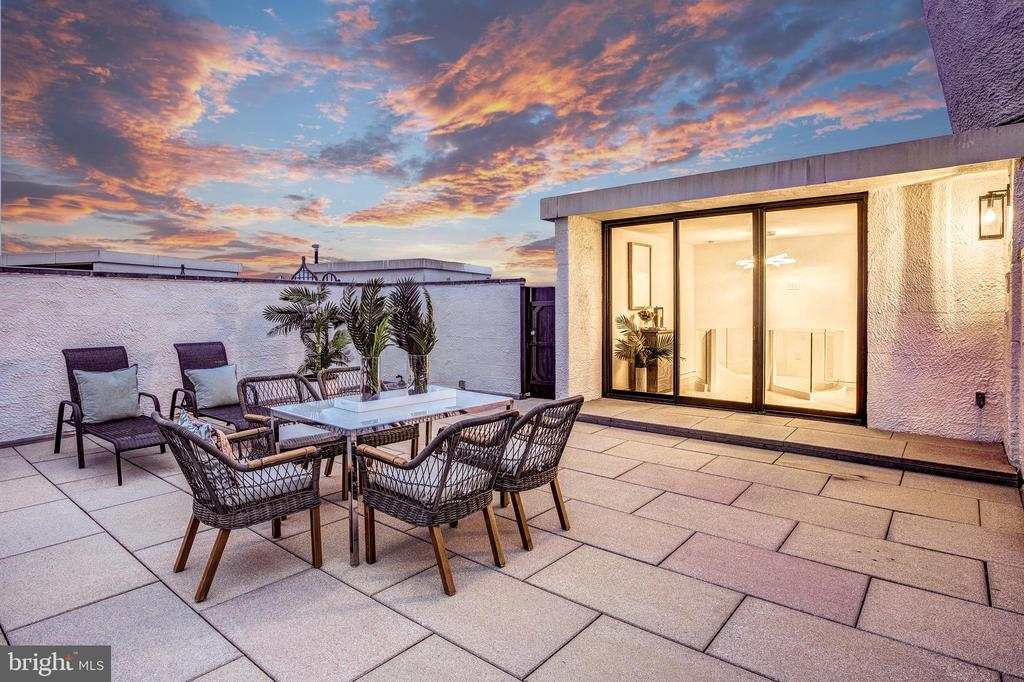 Spectacular Roof Terrace Night View - 700 NEW HAMPSHIRE AVE NW #1501, WASHINGTON