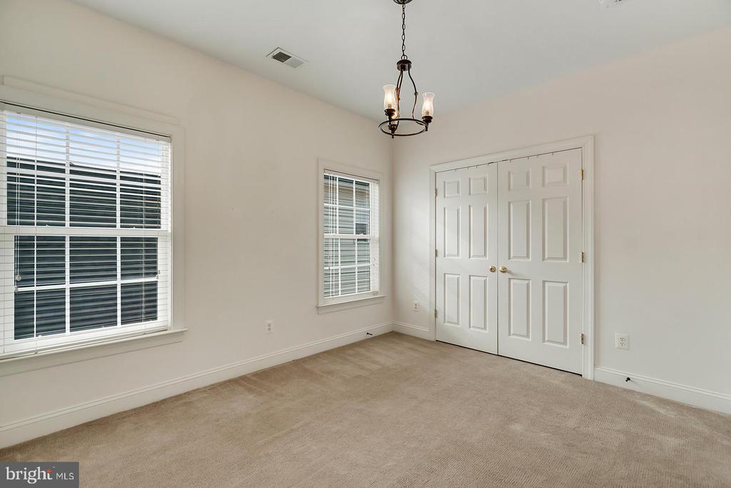 Custom lighting throughout Bedrooms. - 43988 RIVERPOINT DR, LEESBURG