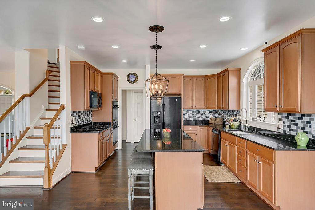 Elegant stair from spacious kitchen. - 43988 RIVERPOINT DR, LEESBURG